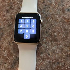 Apple Watch Gold Aluminum Series 7000.